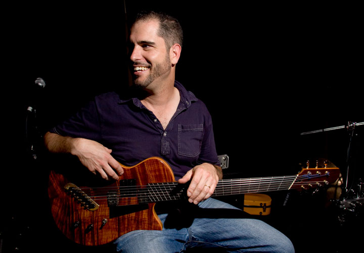 Charlie Hunter and His Hybrid Bass–Guitar Style | Reverb News