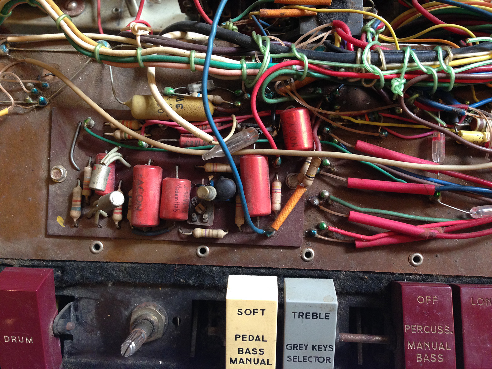 8-part of the percussion envelope circuitry in a farfisa compact deluxe